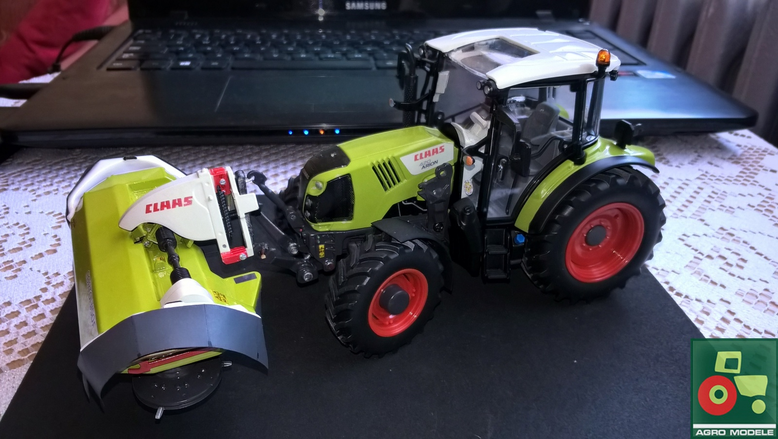 Claas Arion 420 &Claas Corto 3150F